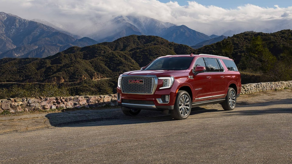 2021 GMC Yukon Front Driver Side View