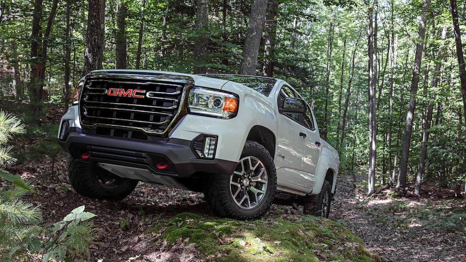 2021 GMC Yukon Front & Side Angle View