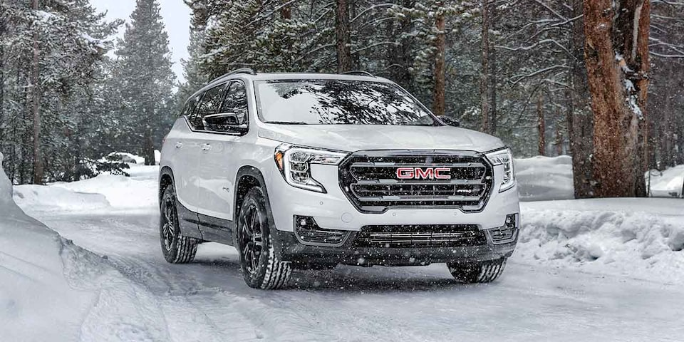 2021 GMC Canyon AT4 Small Off-Road Truck Front angle exterior view