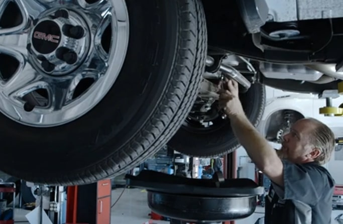 Image of a technician at a GMC Business Elite Dealer.