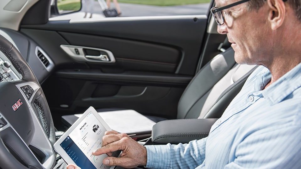 OnStar Vehicle Insights on tablet