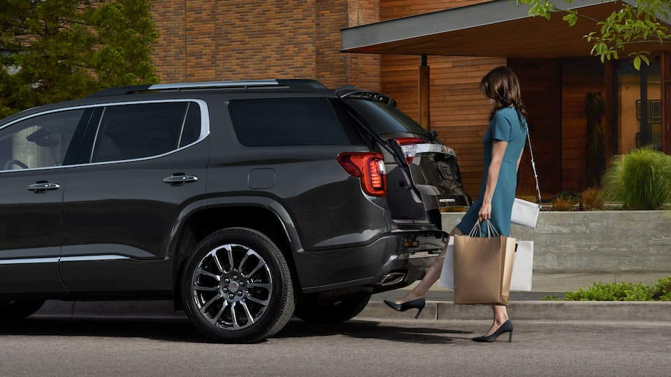 2020 GMC Acadia AT4 Mid-Size SUV: A woman using her foot to activate a motion activated liftgate