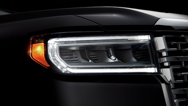 2020 GMC Acadia Denali Luxury SUV: LED headlight