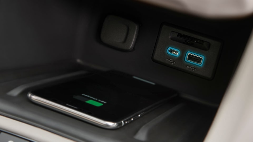2020 GMC Acadia Mid-Size SUV: wireless charging