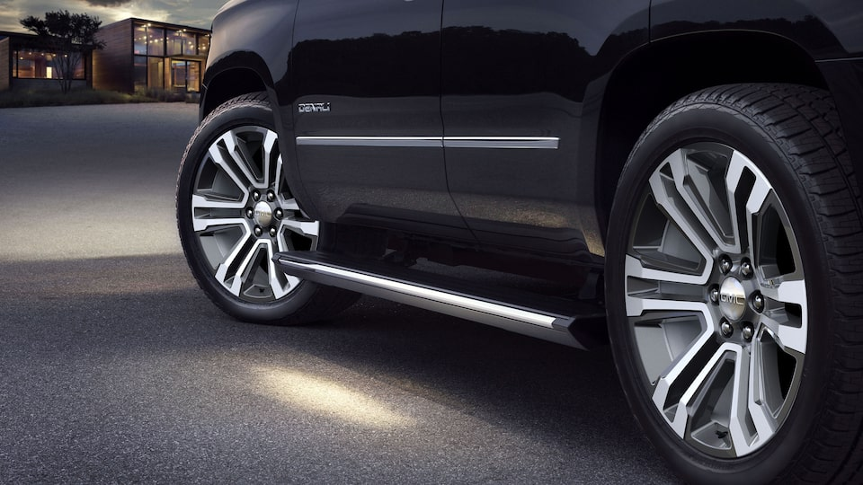 2020 GMC Yukon Denali full size SUV steps exterior feature