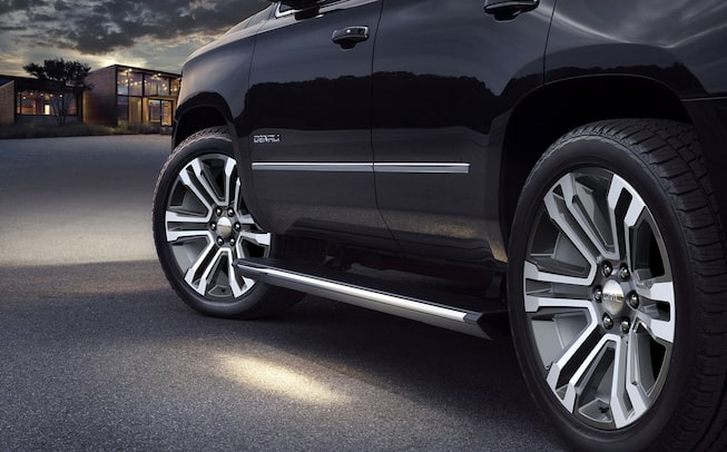2020 GMC Yukon Denali Ultimate full size SUV wheels shot