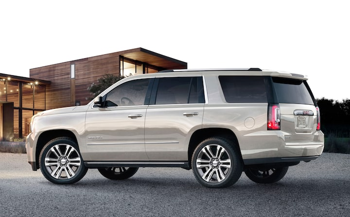 2020 GMC Yukon Denali Ultimate full size SUV side view