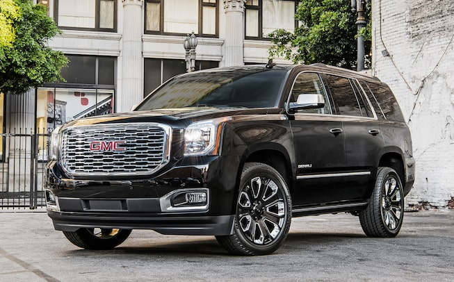 2020 GMC Yukon Denali Ultimate Black Edition full size SUV front angle view