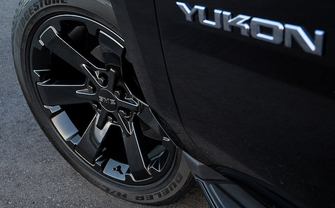 2020 GMC Yukon full size SUV special edition graphite performance wheel