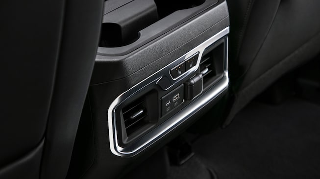 2020 GMC Sierra 1500 Pickup Truck: rear air condition and USB connector