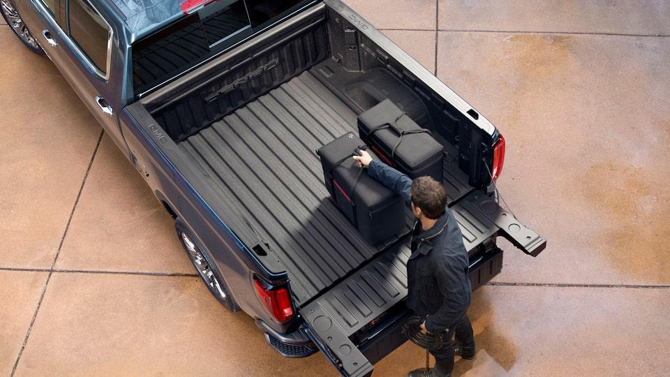2020 GMC Sierra 1500 Pickup Truck: cargo bed with tailgate down