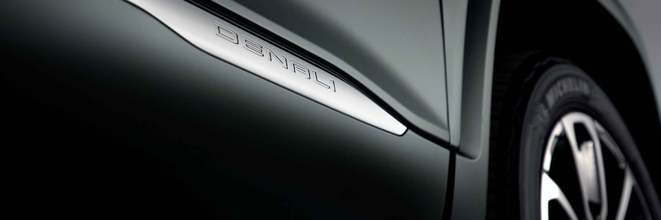 2021 GMC Acadia Denali Luxury Mid-Size SUV Badge Close Up