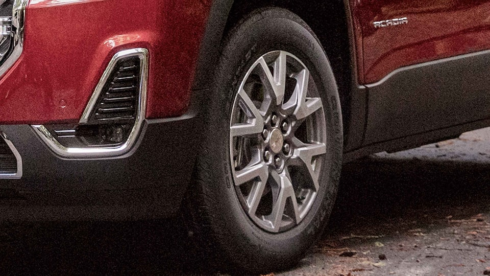 2021 GMC Acadia Mid-Size SUV Wheel Close up