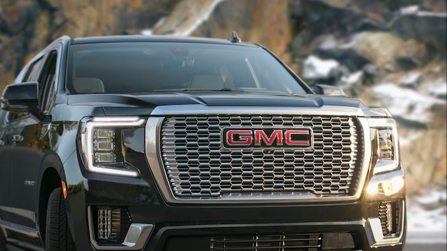 2021 GMC Yukon Denali Luxury SUV Front Grille View